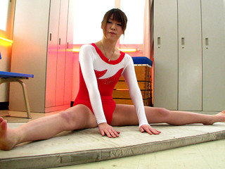 Aoyama Arisa cums again and again from toys